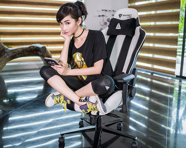 Tiny Asian woman sitting in Secretlab Throne