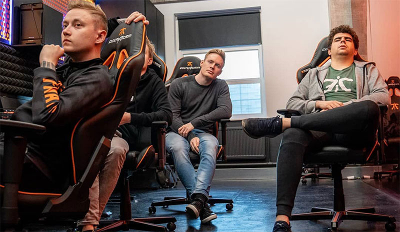 Fnatic esports team using DXRacer chairs