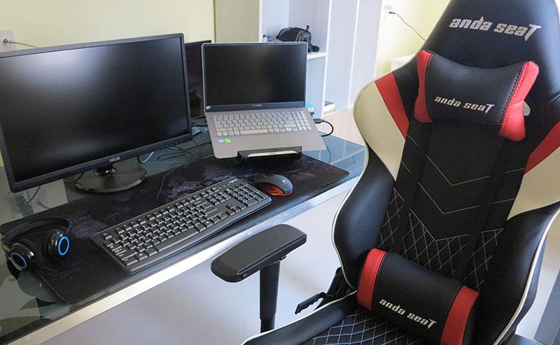 Dual monitor workstation setup