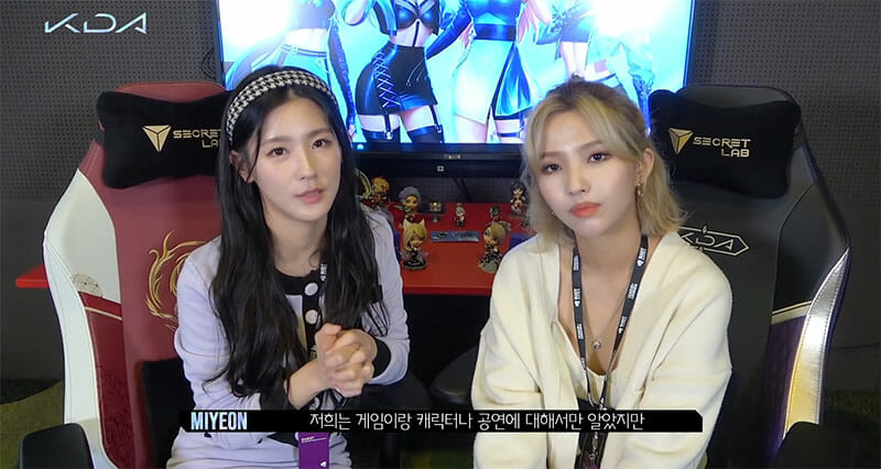 Miyeon and Soyeon sititng in K/DA gaming chairs