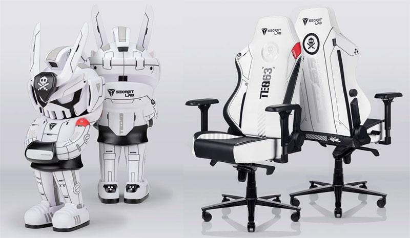 QUICCS chair and MEGATEQ vinyl figure