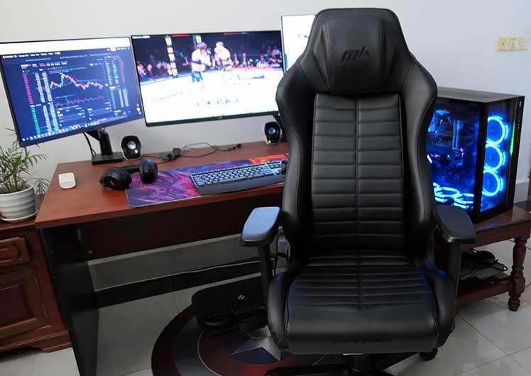 DXRacer Master chair computer workstation