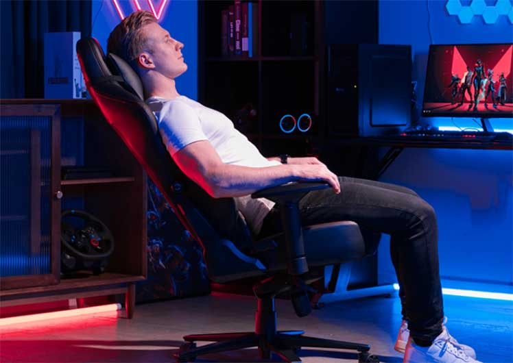 Relaxing in a GTRacing Ace L3 chair