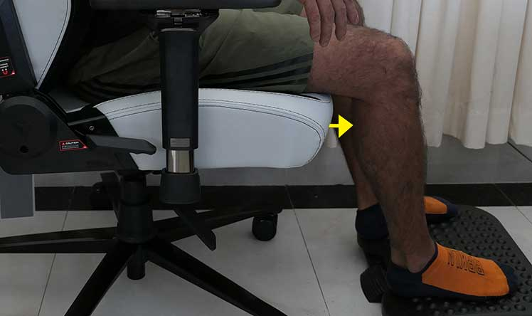 Using a footrest to reduce thigh pressure