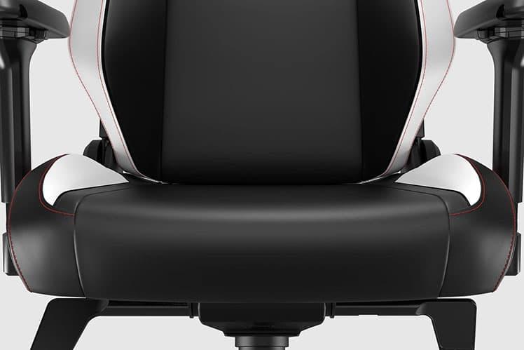 Titan Classic gaming chair